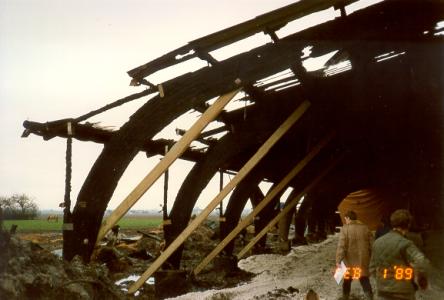 Nedbrændt hal med bestående limtræskonstruktion kun lettere brændt i overfladen